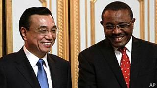 Premier de China Li Keqiang con su contraparte de Etiopía Hailemariam Desalegn