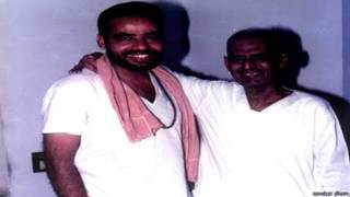 नरेंद्र मोदी अपने गुरू के साथ