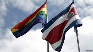 Bandera gay en la Casa Presidencial de Costa Rica