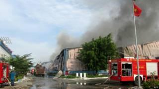 Сгоревшие корпуса фабрики во Вьетнаме