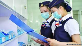 चीन, एयर होस्टेस की यूनिफ़ॉर्म में नर्स
