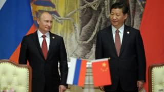 Vladimir Putin e Xi Jinping em Xangai | Foto: AFP