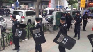 新疆烏魯木齊早市發生爆炸,警方封鎖現場(22/05/2014)