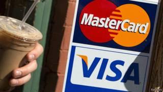 Наклейки Visa и Mastercard на дверях кафе