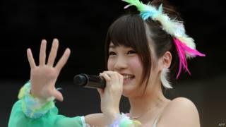Rina Kawaei, cantora do AKB48 | Crédito: AFP