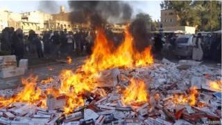 """叙利亚""""伊拉克和黎凡特伊斯兰国""""焚烧收缴的外国香烟"""