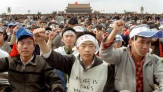 二十五年前,学生们在北京天安门广场的抗议示威
