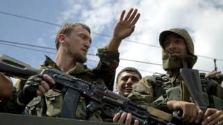 Боевики, сражающиеся на стороне сепаратистов, в центре Донецка