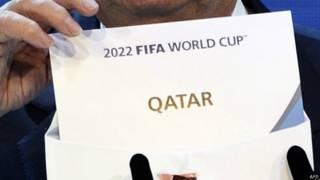 """Голосование по ЧМ-2022: конверт с надписью """"Катар"""" на английском"""