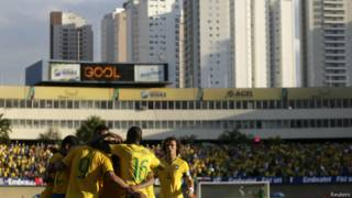 Jogadores comemoram gol do Brasil no amistoso contra o Panamá