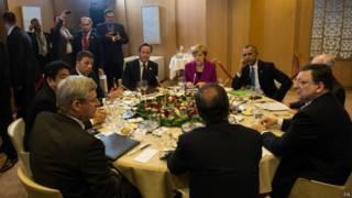 Лидеры G7 за обедом
