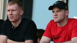 前隊友斯科爾斯和魯尼(右)