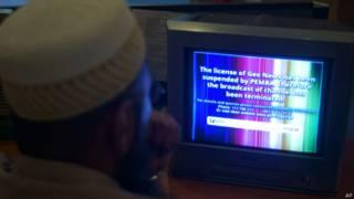 पाकिस्तान में जियो टीवी देखता एक दर्शक