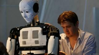 Робот на выставке в Москве