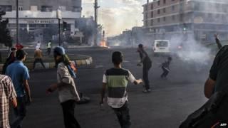 اشتباكات بين متظاهرين وقوات الشرطة