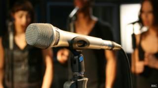 Микрофон и вокалисты