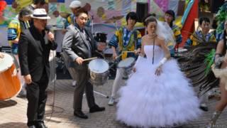 casamento no Japão embalado a samba