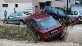 Наводнение в Болгарии: потопленные машины