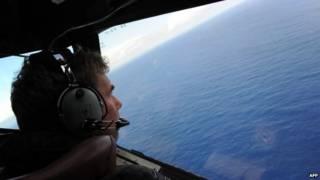 هواپیما بر فراز اقیانوس