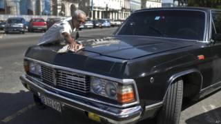 Ex-limusines oficiais de Fidel Castro são transformadas em táxis em Cuba | Crédito: AP