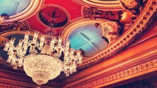 劇院內部裝飾華美細緻