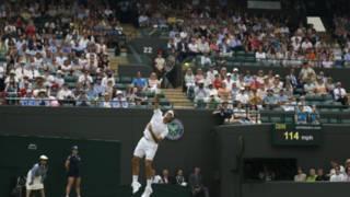 费德勒在温网比赛