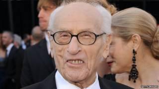 """رحيل نجم فيلم """"العظماء السبعة"""" إيلاي والاك عن 98 عاما"""
