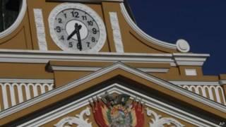http://www.bbc.com/mundo/noticias/2014/06/140625_bolivia_nuevo_reloj_izquierda_men