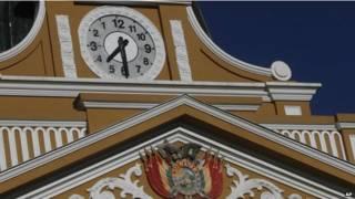 बोलिविया की उलटी चलने वाली घड़ी