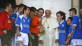 El Papa deja que le hagan una foto