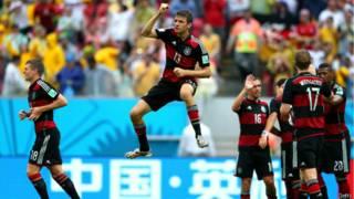 Thomas Muller comemora gol contra os Estados Unidos