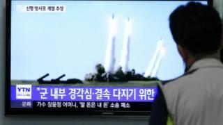 كوري جنوبي يتابع تقريرا عن تجربة صاروخية للشمال