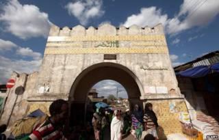 أحد أبواب المدينة القديمة وكتبت عليه كلمة النصر