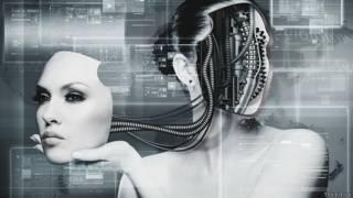 Девушка с компьютером в голове