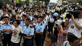 香港警方逮捕學聯「佔領中環預演」行動示威者(2/7/2014)