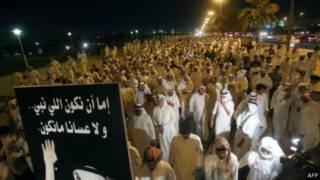 الشرطة الكويتية تستخدم الغاز المسيل للدموع لتفريق متظاهرين