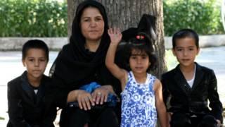 Семья афганских беженцев в Афганистане
