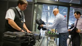 Revisión de seguridad en aeropuerto de Frankfurt, Alemania