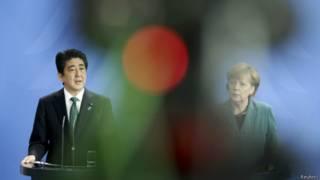 德國總理默克爾與日本首相安倍晉三(資料照片,30/04/2014)