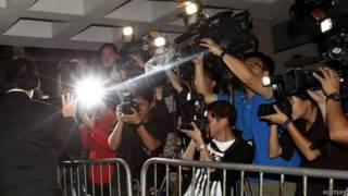 香港摄影记者采访新鸿基集团贿赂案审讯(8/5/2014)