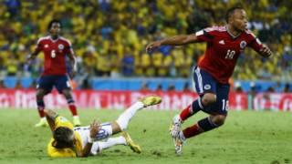 Zuniga membentur Neymar