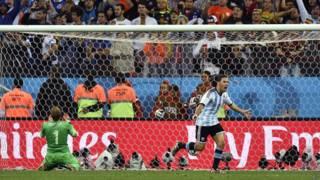 Аргентина бьет пенальти