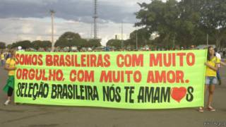 Torcida no Mané Garrincha (BBC Brasil)