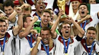 世界杯:德国队胜阿根廷 捧走冠军杯