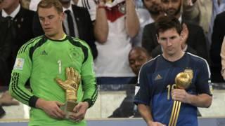 जर्मनी के मैन्युल नॉयर और आर्जन्टीनियाई फ़ुटबॉल खिलाड़ी लियोनेल मेसी