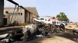 طائرات محترقة في مطار طرابلس الدولي