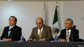 Tomás Zerón, de la Agencia de Investigación Criminal, Jesús Murillo Karam, titular de la PGR y el gobernador sustituto de Michoacán, Salvador Jara