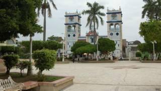 Plaza principal e Tres Valles