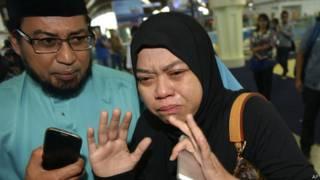 मलेशिया विमान हादसे में मृत लोगों के परिजन