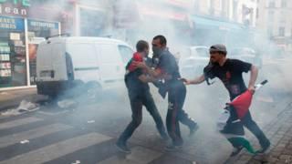 Manifestantes entram em confronto com polícia em Paris, França | Crédito: AP
